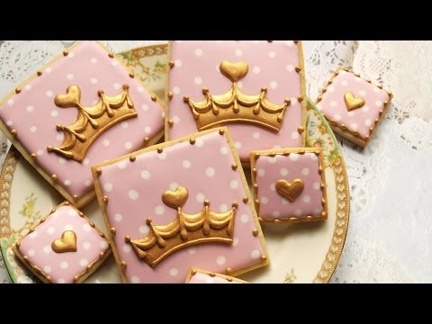The Standoff: Buttercream vs. Fondant (vs. Royal Icing):
