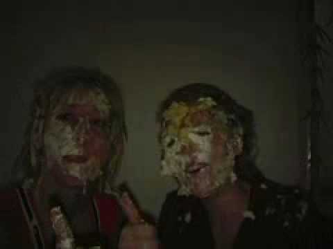 two girls in a nice piefight