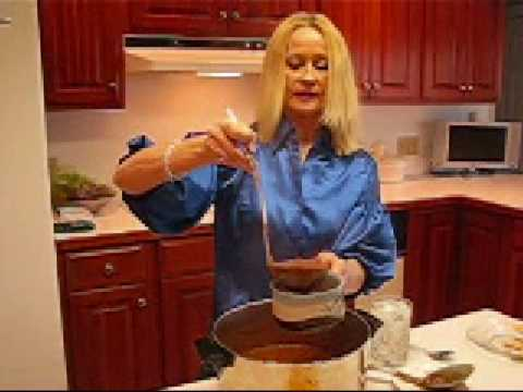 Betty's Family Favorite Chili With Beans Recipe