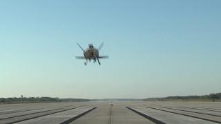 US Air Force Spaceplane lands in Florida (Runway)