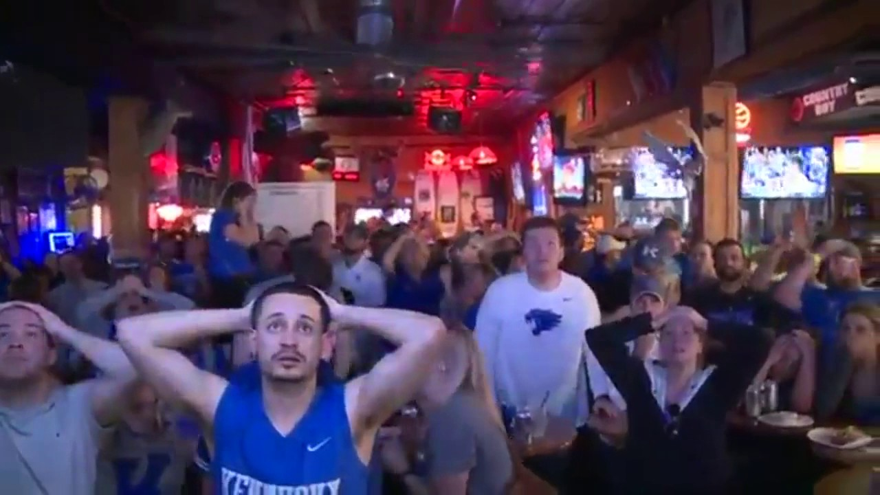 [Kentucky Fans Go On An Emotional Rollercoaster In A Matter Of Seconds] Video