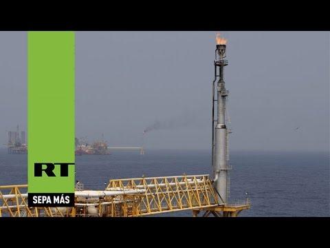 Una plataforma de Pemex explota en el golfo de México