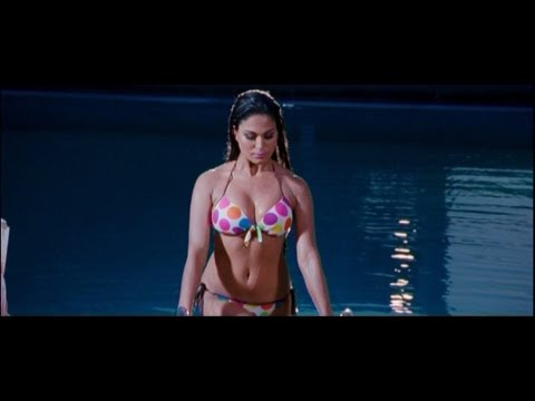 Veena Malik As 'silk' Sakkath Hot - First Look video