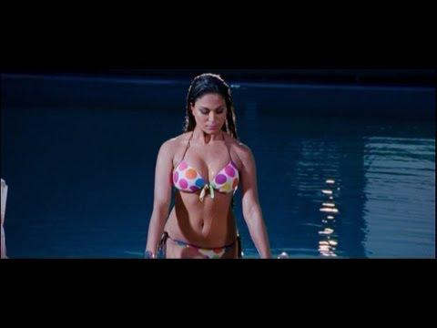 Veena Malik As 'silk' Sakkath Hot - First Look video