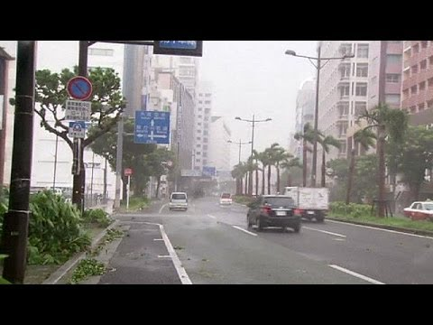 Typhoon Neoguri batters Japanese islands of Okinawa
