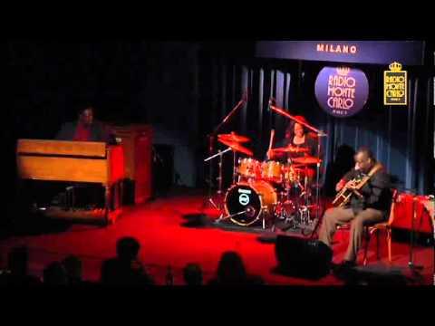 Ronny Jordan Live @ Blue Note Milano 25-02-2011.avi