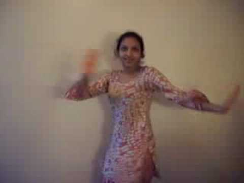 pakistani girl dance practice at home