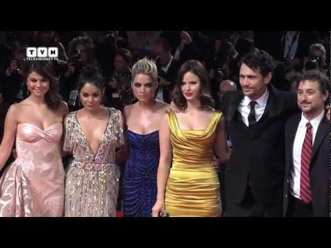 Festival di Venezia 69 - Selena Gomez, James Franco e il cast di Bellocchio sul red carpet thumbnail