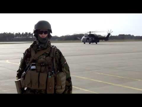 Mijn naam is Alphons Jacobs (1976), werkzaam bij het ministerie van Defensie in Den Haag. Ik ben een geboren en getogen Hagenaar, opgegroeid in de Vogelwijk en omstreken. Als helikopterpiloot...