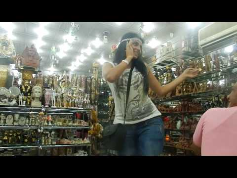 Самира танцует с арабами в Египте