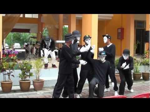 Persembahan Hari Guru 2012 SMK Puncak Alam - Gibberish Duo & The VireShock