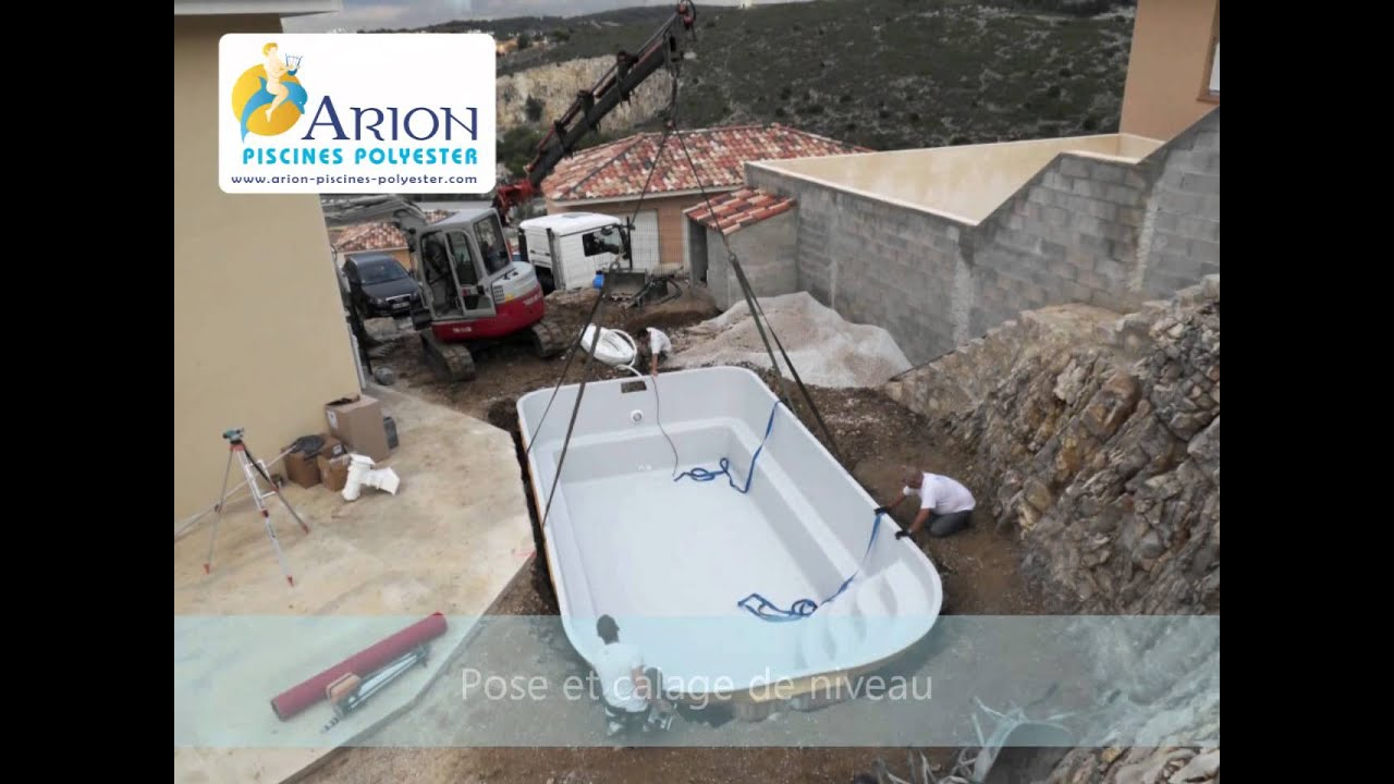 Installation d 39 une piscine coque youtube - Piscine a enterrer coque ...