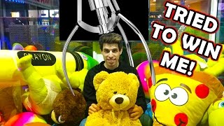 I GOT LOCKED INSIDE A CLAW MACHINE! |