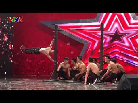 DAM ME Những anh chàng 6 múi biểu diễn street work-out