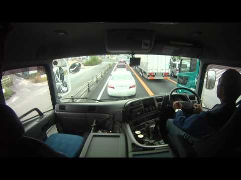 トレーラーの運転風景