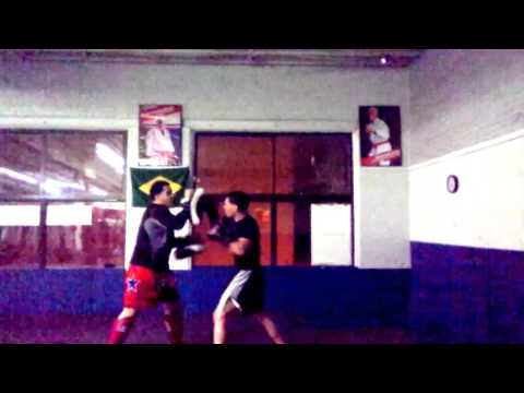 Maestre bros mma.. Ivan THE GUYVER. Pad training Image 1