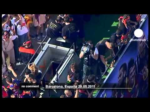 Adoring fans greet returning FC Barcelona - no comment