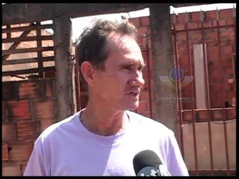 Moradores da rua Joaquim Alves Rodrigues cobram mais postes de energia