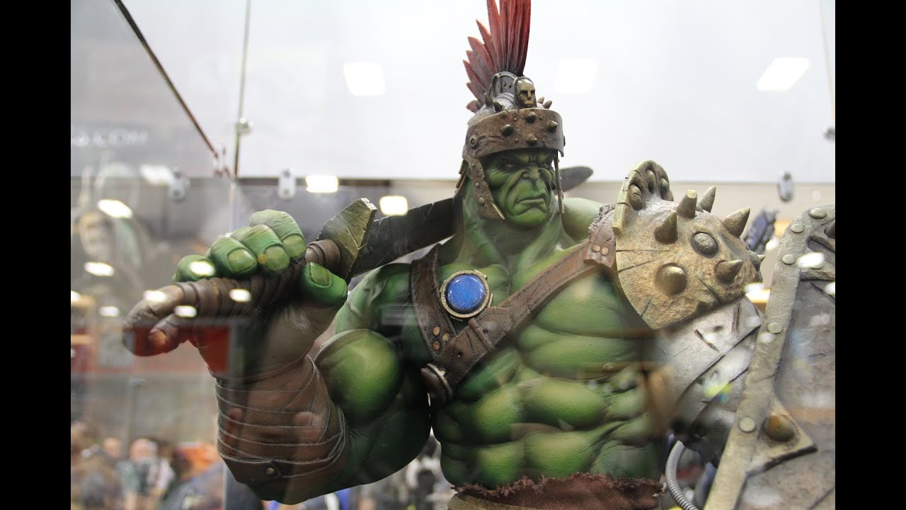gladiator hulk premium format statue at san diego comic