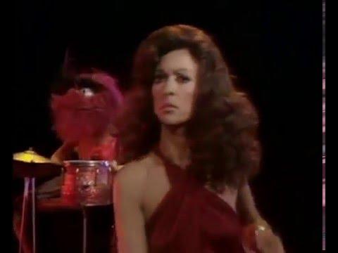 Rita Moreno y Animal de los Muppets