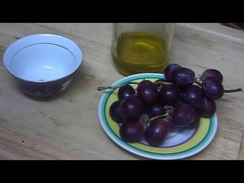 """How to Make Natural Grape Homemade Compress Face Mask For Eyelids Skin Care"""