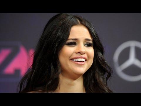 Selena Gomez Rocks Bikini as Justin Bieber Packs on PDA With Hailey Baldwin thumbnail