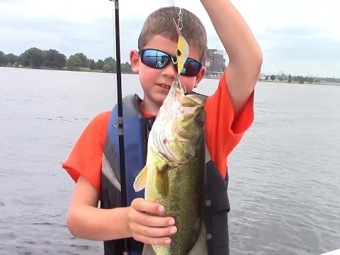 Structure Fishing Season 1 show 4 Lake of Egypt Bass!