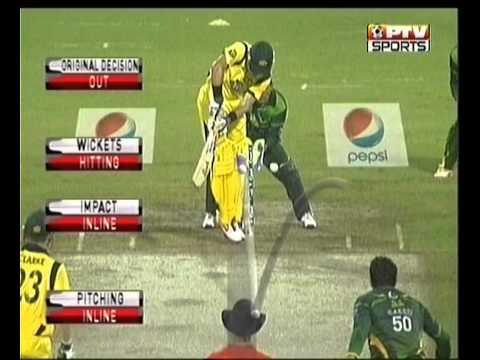 Saeed Ajmal cleaned up the two hussey Brothers with Doosra