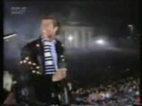 David Hasselhoff at Berlin Wall 1989