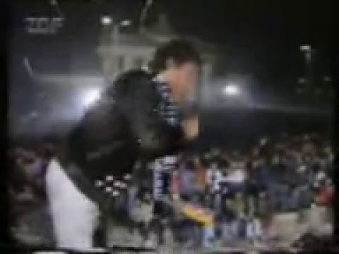 David Hasselhoff at Berlin Wall 1989