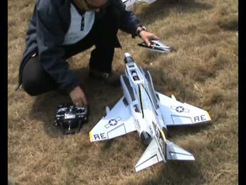 RC F-4 Phantom 2 Maiden Flight n Review