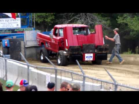 600 HP Modified 1970's Ford 4x4 Truck Pull (OUCH!!) convertir