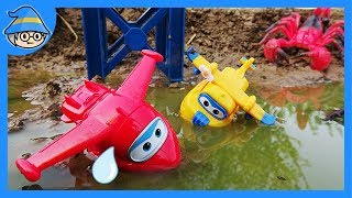 Super wings rescues the plane from spiders and scorpions. Super wings in the water.