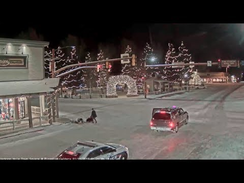Jackson Hole Wyoming Town Square 👥 double fall...better not drink_01/11/2018