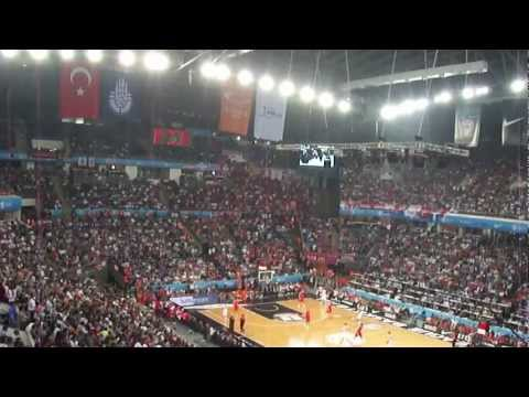 Olympiakos vs CSKA fans during the 2012 Final Four in Istanbul: The silence of the lambs