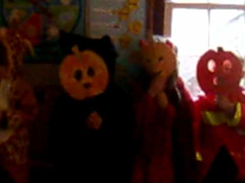 Mountain Road School. Halloween, Frankie