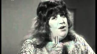 Watch Cass Elliot Dream A Little Dream Of Me video