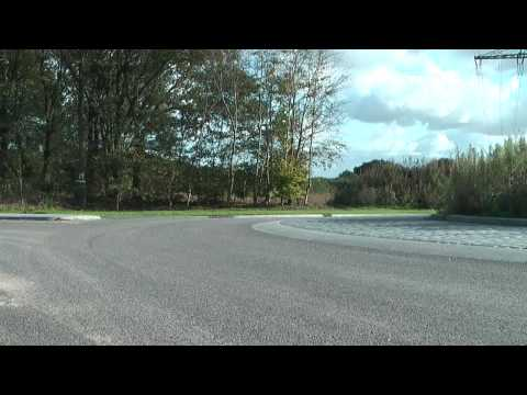 M'n eerste kneedowns maken met m'n Yamaha R6 op rotonde Venray..
