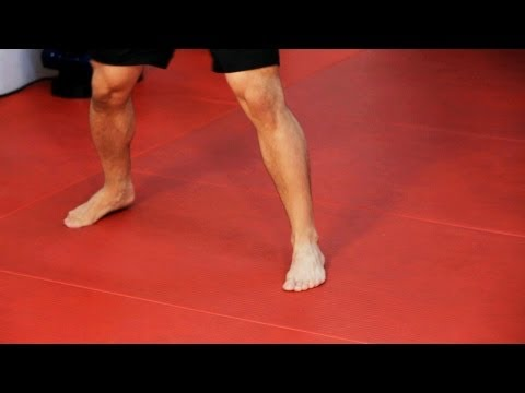 How to Do Footwork | Kickboxing Lessons Image 1