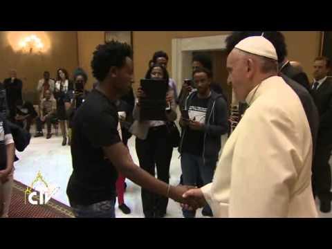 Le pape la porte du coeur ouverte aux migrants youtube - Les beatitudes une secte aux portes du vatican ...
