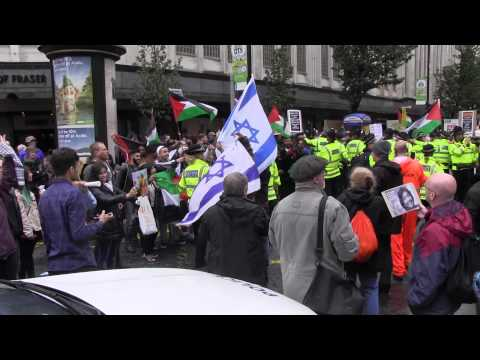 Dramatic Moment Pro-Palestinians get to Jewish Shop (Manchester Aug 2014)
