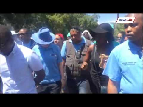 'Do not touch me!' Angry protester yells at Helen Zille