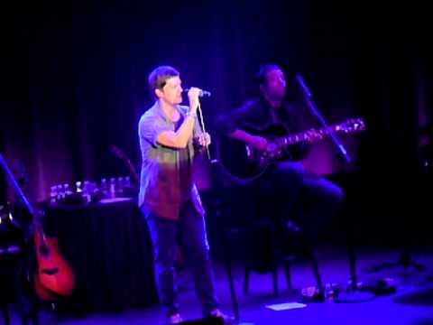 Rob Thomas performs