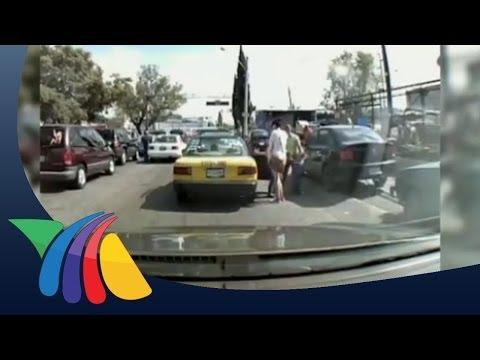 Taxista golpea a mujer con niños en Guadalajara
