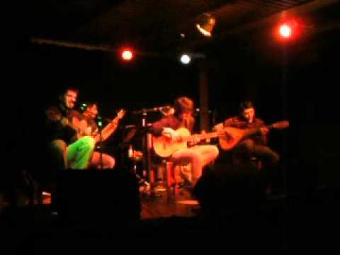 Horizonte de Octubre / Barro Seco Folk