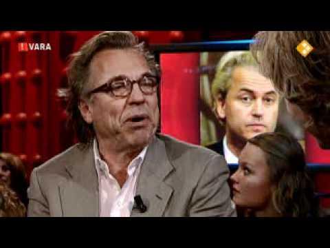 Jan Mulder in De Wereld Draait Door (DWDD, VARA) op 18 oktober 2010, over PVV-leider Geert Wilders en de Zweedse paspoort-kwestie van de VVD-staatssecretaris Marlies Veldhuijzen van ...