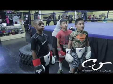 Отец наказывает сына за дерзость спаррингом с боксером !!!