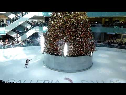 "Ylang 23: Back Flipping Santa on Ice Lighting 95"" Tree at Galleria Dallas"