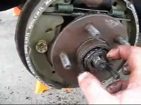 How to remove wheel bearing & wheel hub - Repacking wheel bearings with grease - Chrysler example