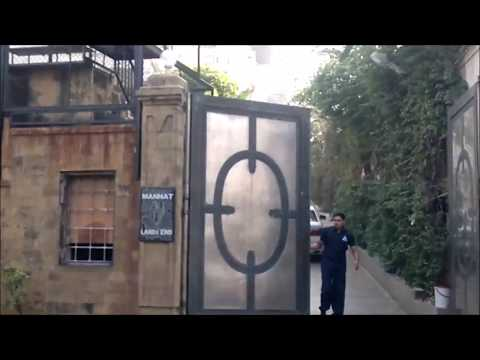 Shah rukh Khan's house Mannat | Gauri Khan & Abram at balcony| Srk's car entering inside house thumbnail